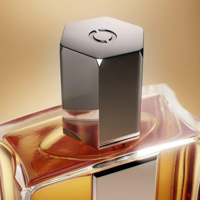 L'élégance absolue pour un parfum addictif. AIMEZ-MOI COMME JE SUIS.  Absolute elegance for an addictive fragrance. AIMEZ-MOI COMME JE SUIS.